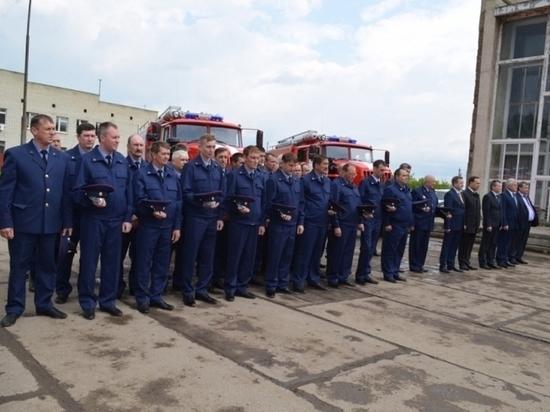 В свердловском поселке заменили пожарные машины, которым более полувека