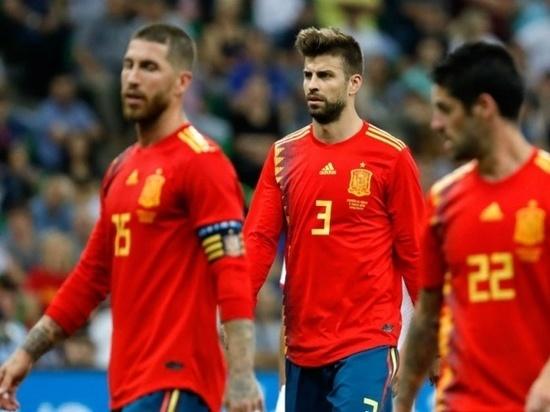 Астраханцев приглашают поддержать российских футболистов в матче с Испанией