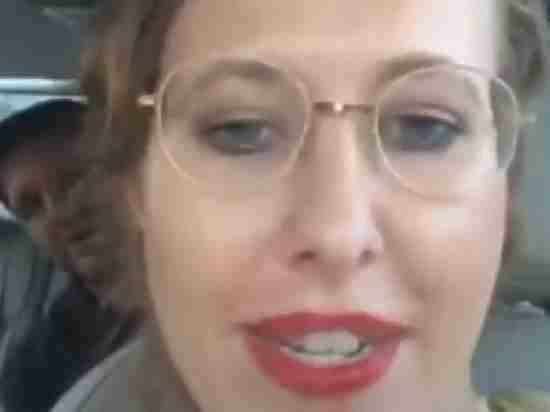 Появилось видео странного разговора Собчак в машине