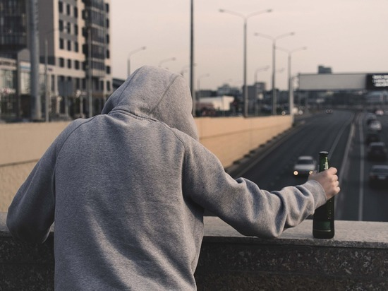 Нарколог рассказал, когда опасны алкоголики: захватил заложницу ради бутылки пива