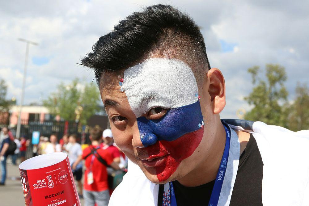 Волнение болельщиков перед матчем Россия - Испания: фото из Лужников