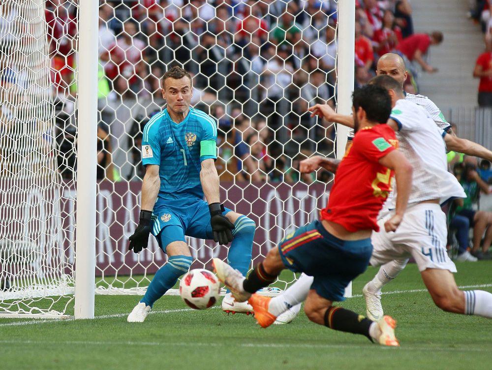 Лицо Акинфеева, когда взял пенальти: кадры матча Россия — Испания