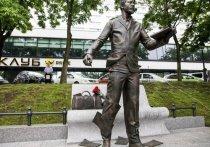 Памятник Антону Чехову открыли во Владивостоке