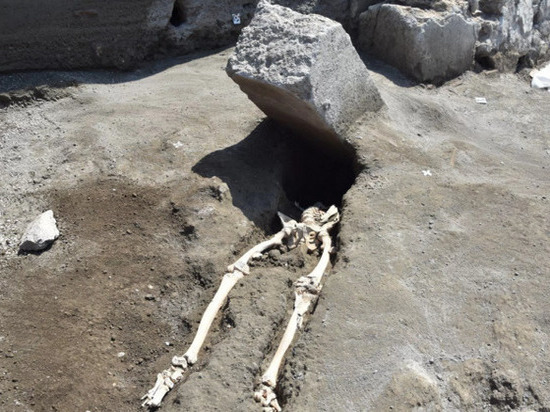 Сам камень, по всей видимости, не имеет отношения к его гибели