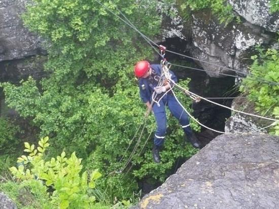 Приморские спасатели полезли на скалы