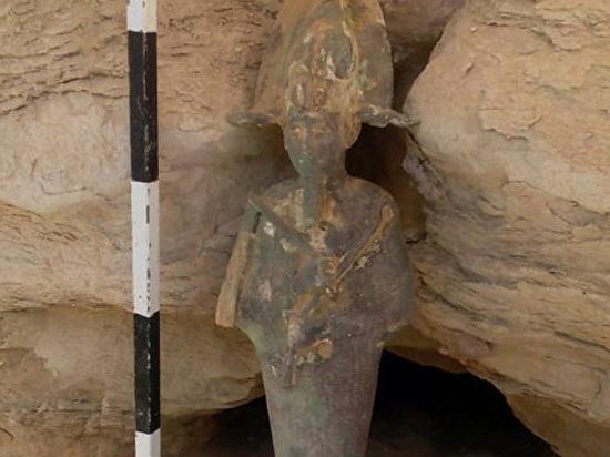 В древнейшей египетской пирамиде обнаружили статую божества