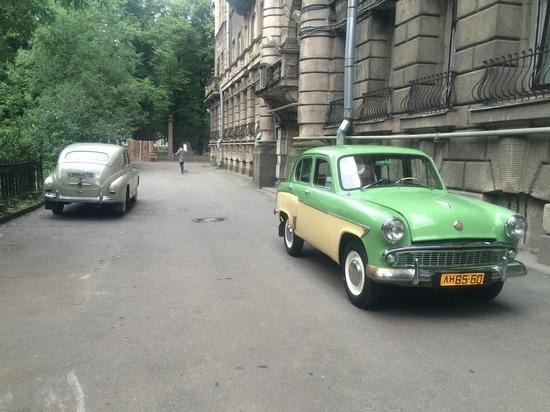 Мужчина выставил на продажу ретроавтомобиль, снявшийся в нескольких сериалах