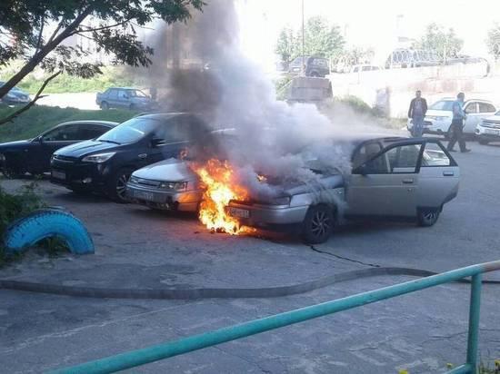 В Полярном загорелся автомобиль «ВАЗ»