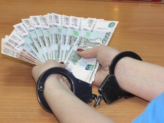 Начальника отдела администрации Бийска обвиняют в мошенничестве