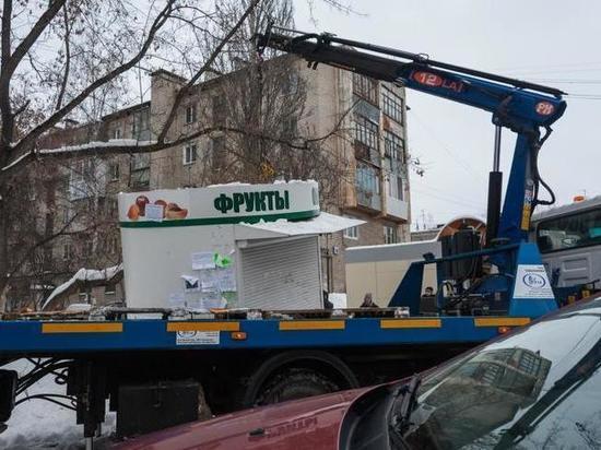 Депутаты Екатеринбурга ограничили работу ларьков и оставили себе помощников