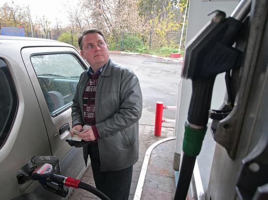 Реальная стоимость бензина из-за массового недолива АЗС составляет 55 рублей