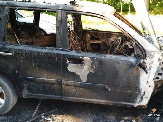 В Академгородке ночью сгорел автомобиль