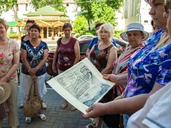 Астраханские пенсионеры посетили городские исторические объекты