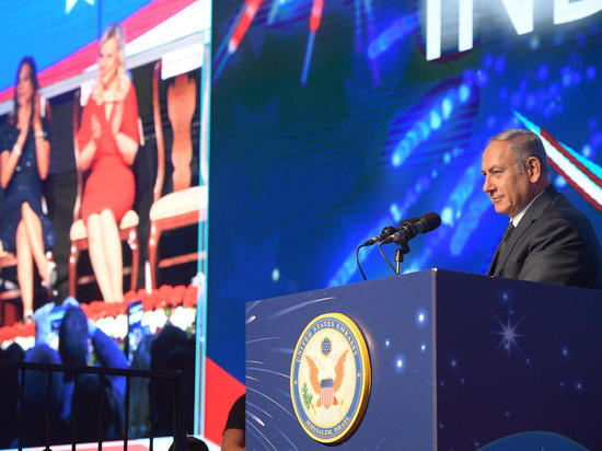 Премьер-министр Биньямин Нетаниягу с супругой по приглашению посла США в Израиле Дэвида Фридмана посетил мероприятие в честь Дня независимости США