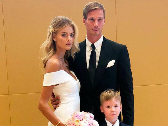 Модель Victoria's Secret вышла замуж за российского футболиста Шунина