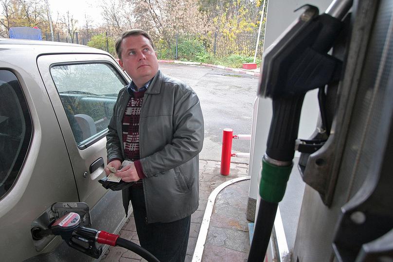 Массовый недолив бензина на заправках удалось выявить тайному автомобилю