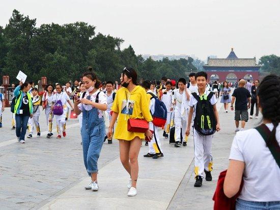 Китайские пенсионеры развлекаются во Владивостоке