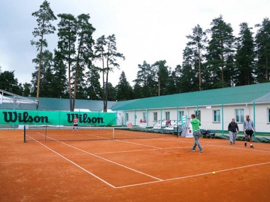 Накануне крупного турнира Сбербанк закрыл известную детскую теннисную академию