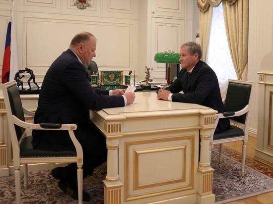 Первая встреча с полпредом: Цуканов вручил Кокорину благодарность от президента страны