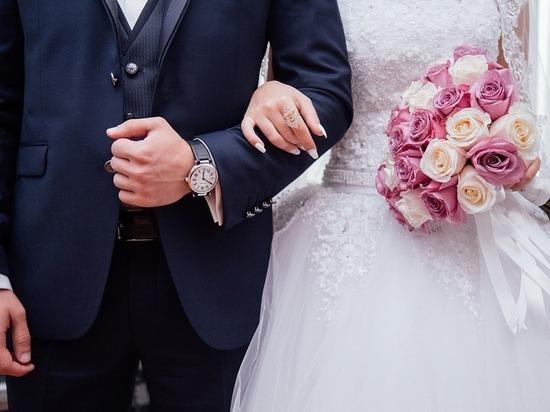 Жители Карелии стали позже вступать в брак