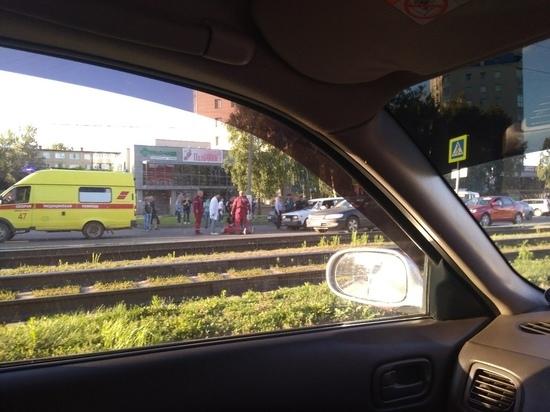 «Куча переломов»: в Барнауле сбили парня и девушку на «зебре»