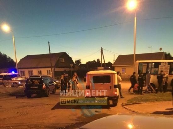 Ночью вОмске около 20 человек напали натроих вмаршрутке