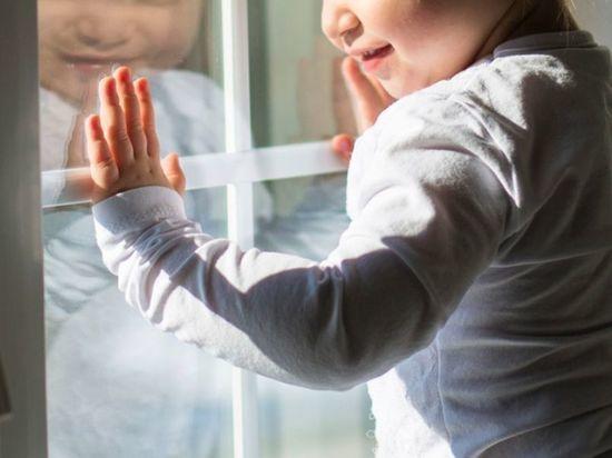ВТюльгане изокна квартиры напятом этаже выпала годовалая девочка