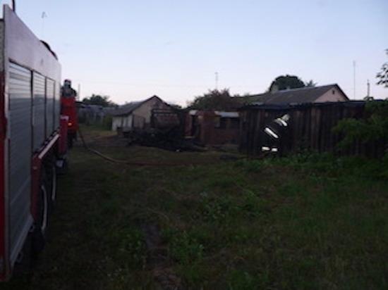 Сгорела стена деревянного сарая в Чернском районе