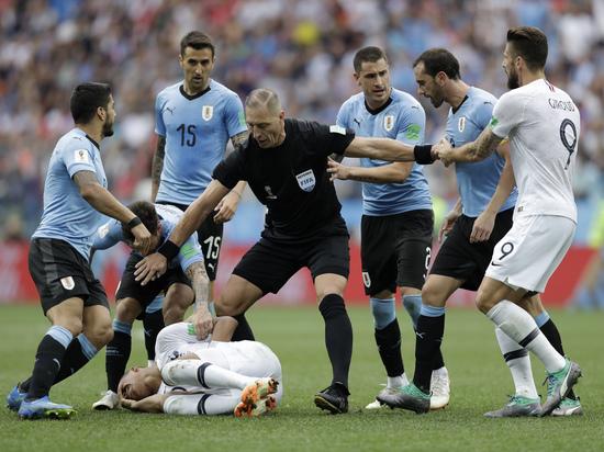 Суарес и Мбаппе едва не подрались в четвертьфинальном матче ЧМ-2018