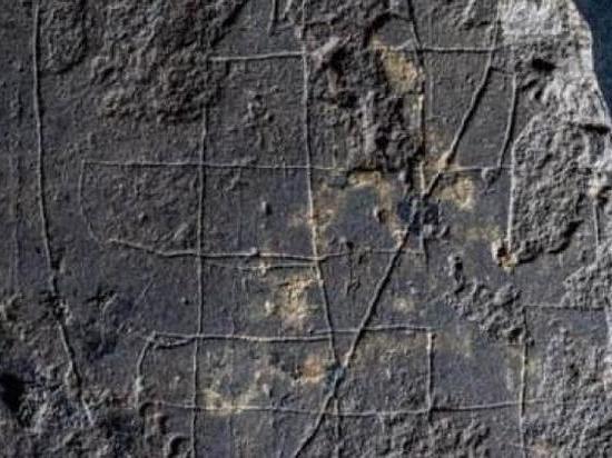 Настольную игру обнаружили на территории монастыря XIII века
