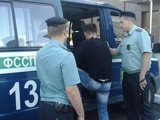 Приставы Мордовии выдворяют из страны 12 нелегалов