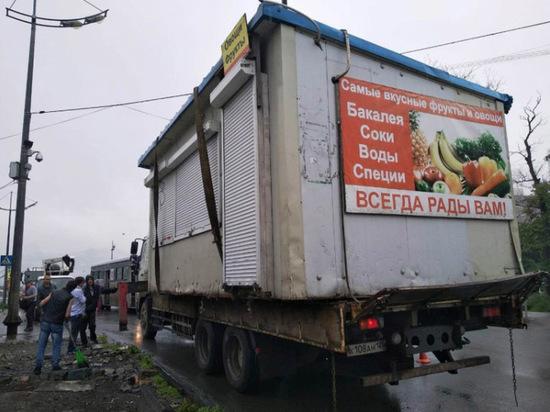 Более 300 торговых точек снесли во Владивостоке