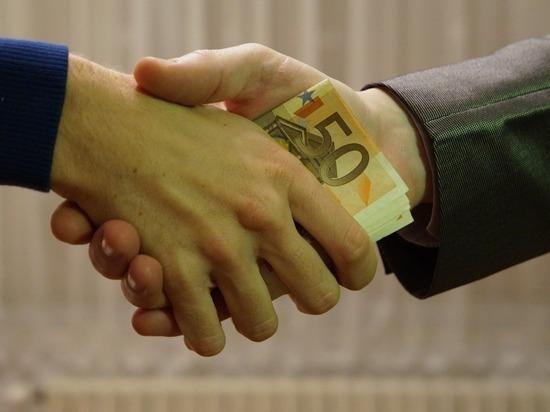 Бывшего замгендиректора АПЗ «Ротор» судят за миллионные взятки
