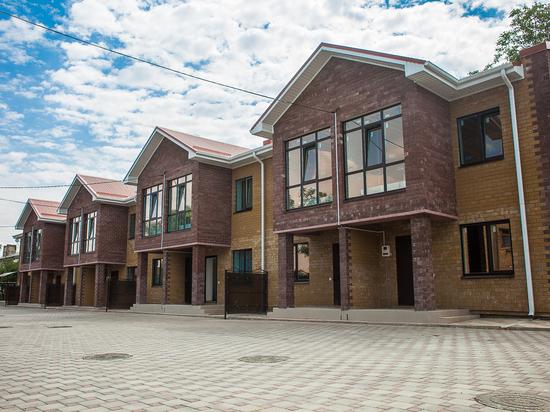 Таунхаусы «заходи и живи» построили теперь и в центре Михайловска