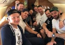 Малкин, Ковальчук, Радулов вылетели в Сочи поддержать российских футболистов