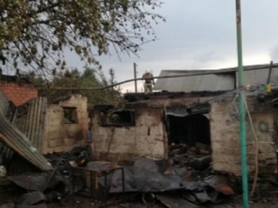 В Промышленном районе Оренбурга сгорели два жилых дома с надворными постройками