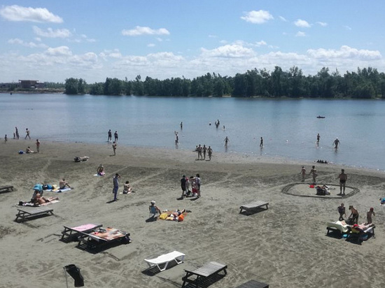 Муниципальный пляж Барнаула официально открыли для купания