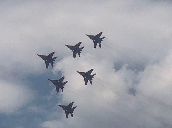 Лучшие пилоты России показали трюки в небе над Железноводском