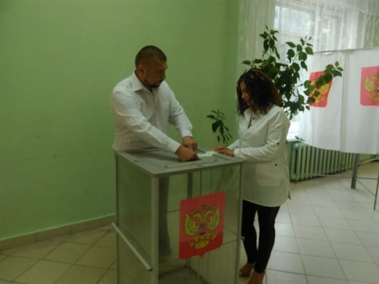 Ровно в 8 часов в Серпухове открылись избирательные участки (фото)