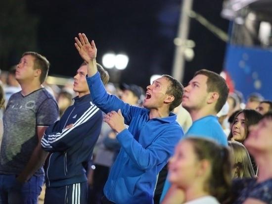 В Саранске сборную России по футболу пришли поддержать тысячи болельщиков