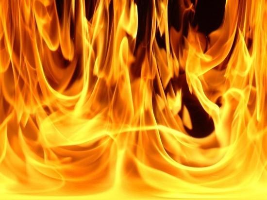 В Оренбурге загорелся торговый павильон