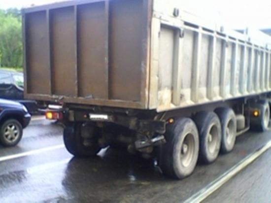 Два грузовика столкнулись под Калугой