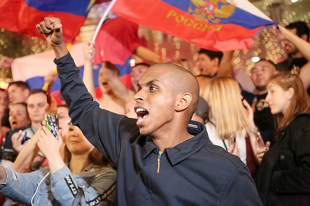 Футбольное безумие на Никольской: как болели за сборную России