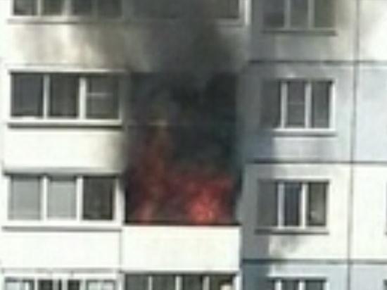 В Барнауле огнеборцы спасли 10 человек при пожаре в многоэтажке