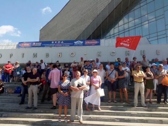В Омске продолжаются антиправительственные митинги