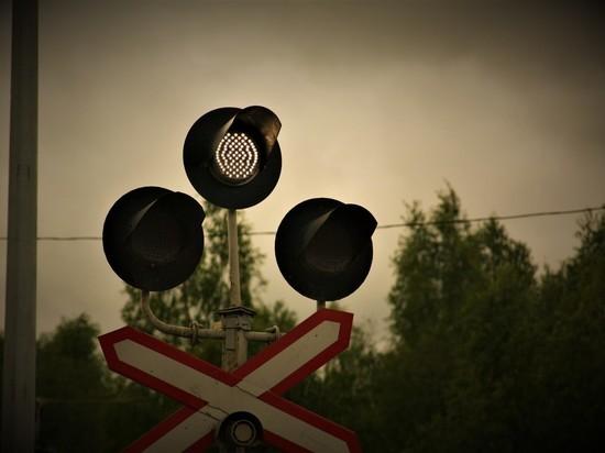 На выезде из Петрозаводска днем перекроют железнодорожный переезд