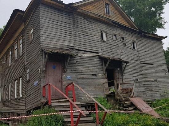 Два жилых дома сошли со свай только за одни сутки