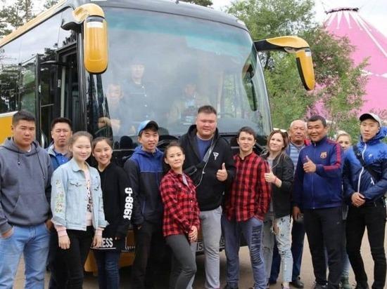 Цирку Бурятии подарили автобус за 7,5 млн.рублей с мини-кухней