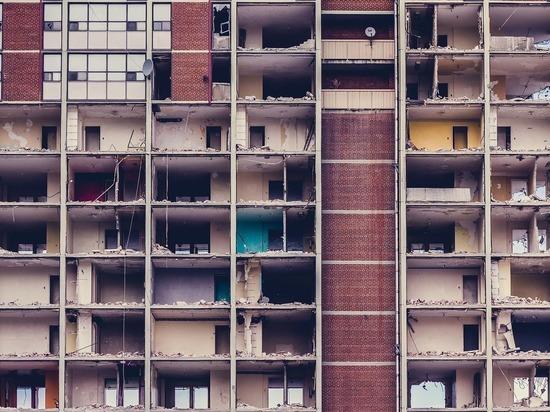 Дольщики три года ждут завершения строительства дома в Бийске