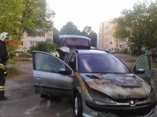 Воскресным вечером в Алексине сгорел «Пежо»